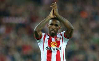 Sunderland hand Defoe contract extension