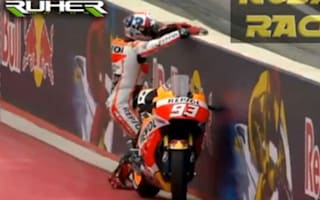 Video: Pro biker grabs pole after sprinting to backup bike