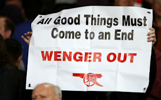 Walcott claims Arsenal players are ignoring Wenger scrutiny