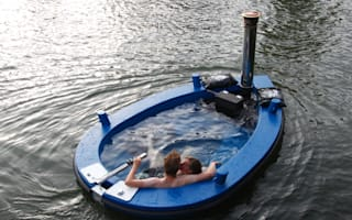 Hotel allows guests to sail along River Thames in a hot tub