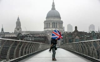 Drunks, sarcasm and the rain: why expats hate Britain