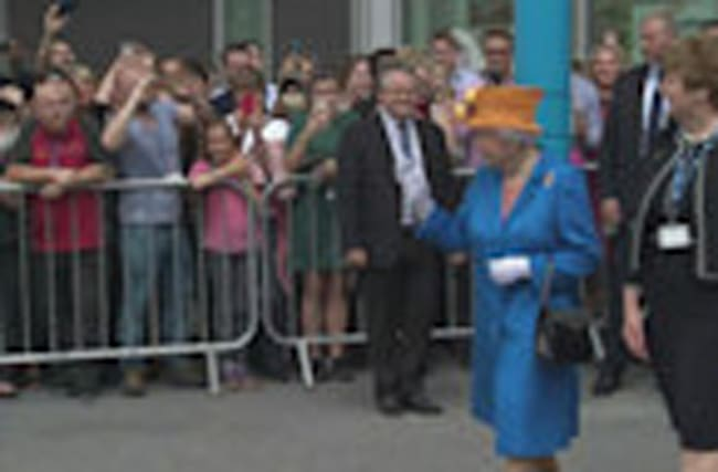 Queen leaves Manchester Children's Hospital
