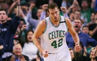 Celtics cut Lee, Mavs showing interest in former All-Star