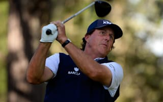 Mickelson races into Pebble Beach lead