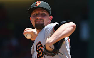 Cardinals recruit Leake relishing Cubs rivalry