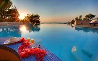 Fabulous swim-up bars around the world