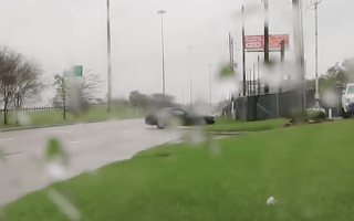 Video shows moment Mustang driver's showing off causes big crash