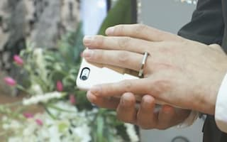 Man and mobile phone get married in Las Vegas