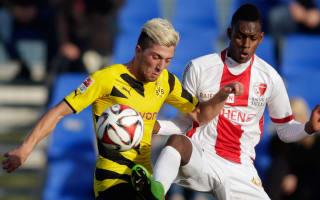 Hammers sign Swiss midfielder Fernandes