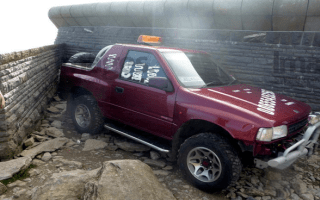 4x4 scales Snowdon illegally for a second time