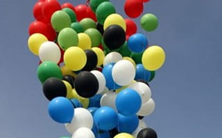 Daredevil flies from Robben Island to Cape Town tied to balloons