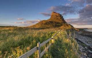 Lindisfarne Castle closes over 'leaking'