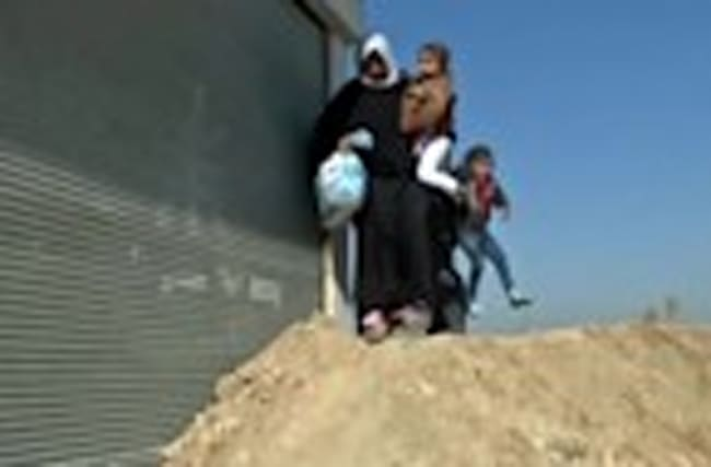 Families flee as Iraqi forces advance towards Mosul airport