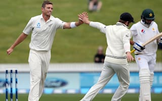 New Zealand on top despite rain