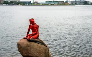 Whaling protesters cover Denmark's Little Mermaid in paint