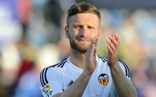 Valencia coach Ayestaran rules out Mustafi sale