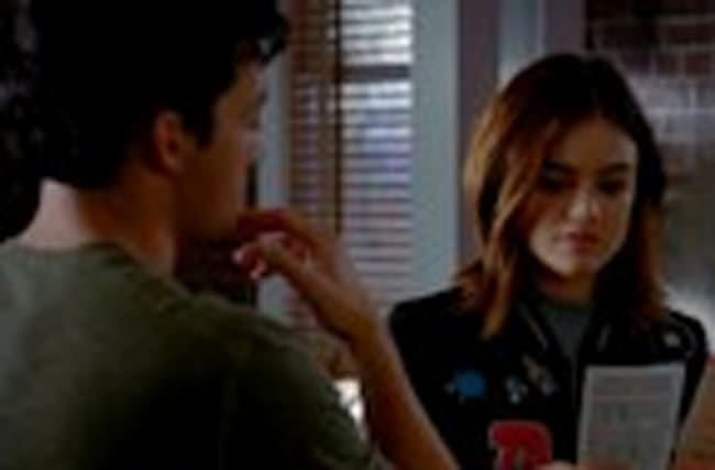 EXCLUSIVE: Pretty Little Liars 7X16 Sneak Peek: Is Aria Sabotaging Her Wedding With Ezra?!