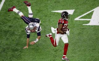 Tom Brady makes fun of his failed tackle vs. Falcons in Super Bowl
