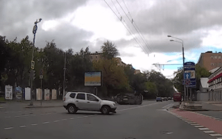Lexus RX wiped out by inattentive Dacia driver