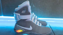 Las zapatillas de Regreso al futuro II recaudan millones para el Parkinson