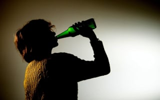 Binge drinking 'costs UK £4.9bn'