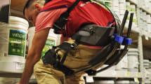 Esta tienda está probando exoesqueletos con sus empleados para ayudarlos con las cargas pesadas