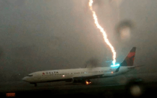 Lightning strikes Delta plane on Atlanta runway (scary video)