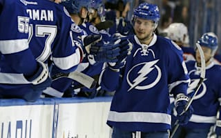 Lightning end Blackhawks streak, Penguins clip Flyers