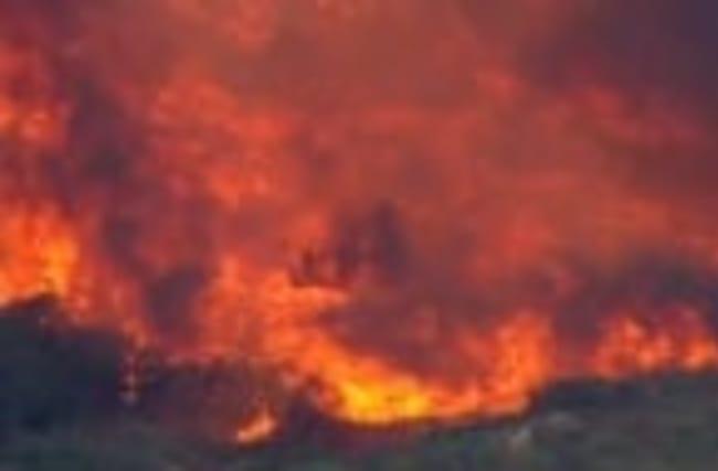 700 evacuated in California brush fire