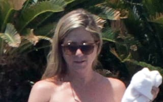 Jennifer Aniston and Justin Theroux show off poolside physiques in Mexico
