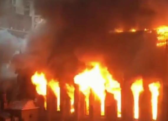4-alarm fire destroys NYC church