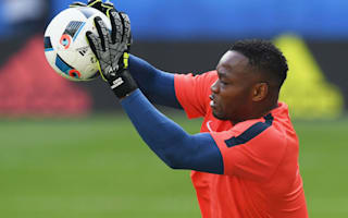 France goalkeeper Mandanda not content with watching brief