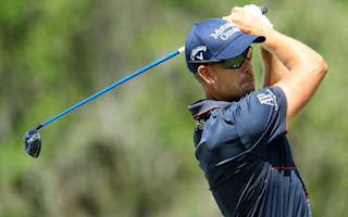 Stenson on the charge in bid for Race to Dubai title