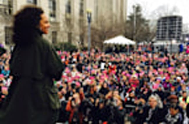Watch Alicia Keys Belt Out 'Girl On Fire' at the 2017 Women's March!
