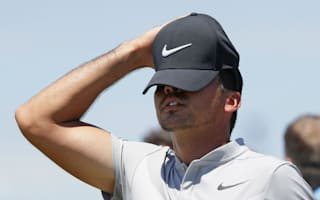 Day's struggles continue, McIlroy back in the red