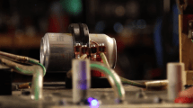 Zeitlupen-Video: Bierdosen mit Elektromagneten zerlegen