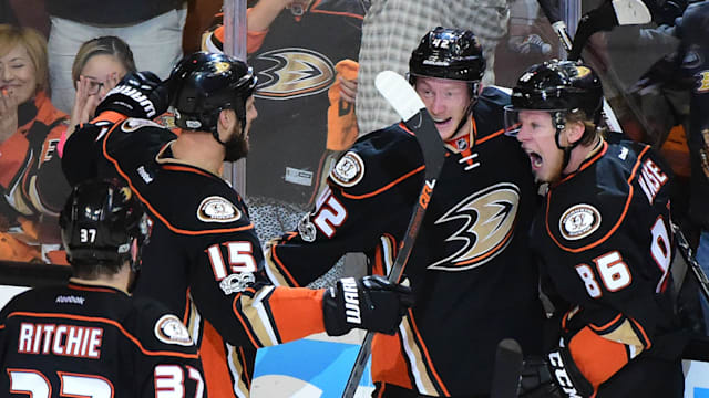 Ducks overcome early deficit, stingy Predators goalie to tie series
