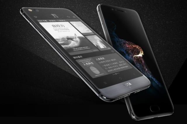 El YotaPhone 3, con su peculiar doble pantalla, cambia de nombre en China (y dobla su precio)