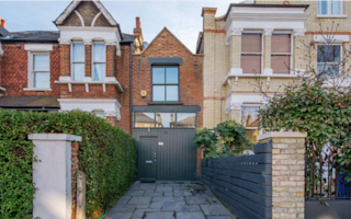 London house sells for £800,000 - despite titchy 10-foot width