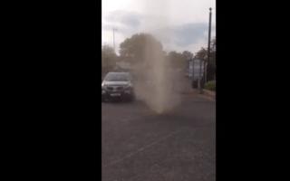 Mini tornado caught on camera in UK pub car park (video)