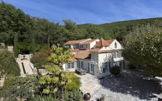 Beckhams sell luxury French property