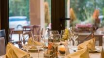 Airbnb eleva la apuesta: te permite reservar restaurante desde la propia app