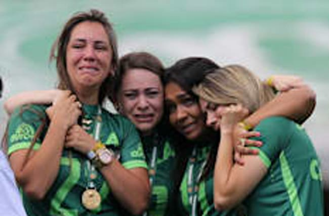 Chapecoense make emotional return after plane crash