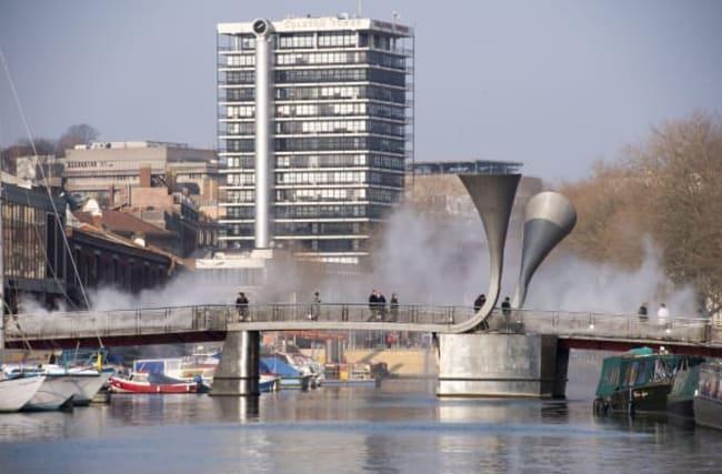 Japanese artist creates fog bridge over Bristol