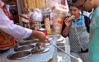 Video: Ice cream vendor's magic tricks go viral