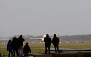 Plane lands sideways in cross-winds at Amsterdam Airport