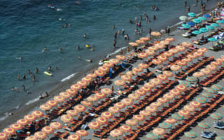 Police fine Italy holidaymakers for reserving sunloungers