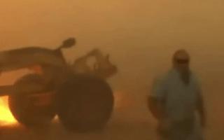 Driver narrowly avoids wildfire in Oklahoma