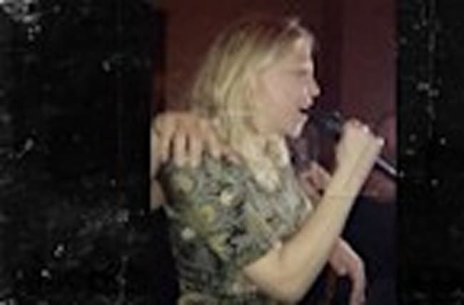 Courtney Love Sings Amy Winehouse During Karaoke