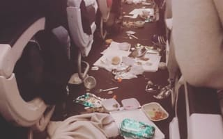 This is what happens when turbulence hits plane during meal service
